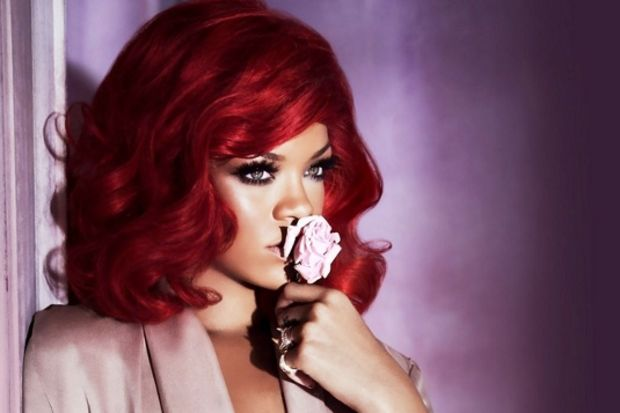 Seksi şarkıcı Rihanna ile iddialı saç modası...