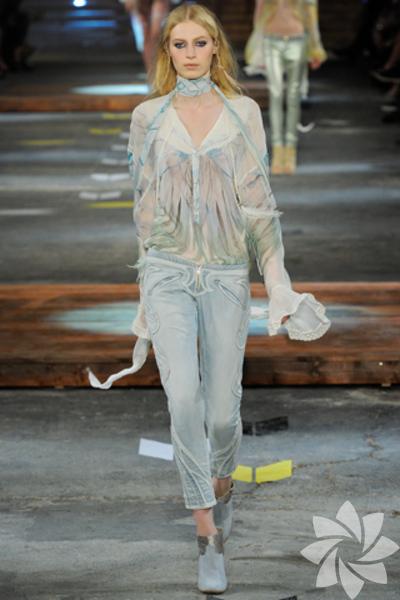 <p>Just Cavalli 2012 İlkbahar Yaz koleksiyonu</p>