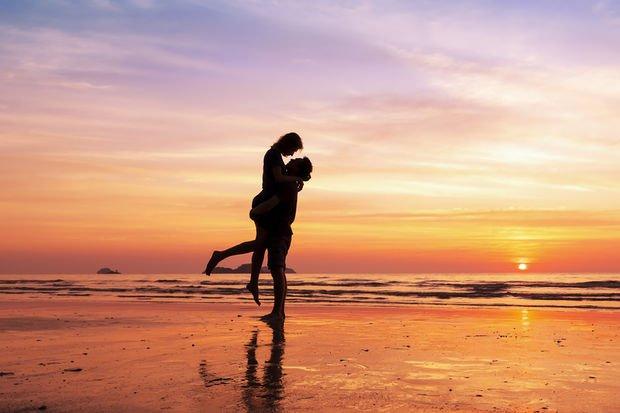 Partnerinizi izleyin, ilişkinizi kurtarın! İşte ilişkinizi kurtarmanın 5 yolu!