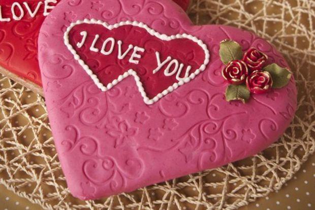 Aşkı anlatmanın en tatlı yolu, lezzetli kalpli kurabiyelerin adresi...