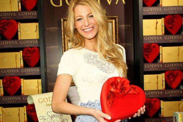 Gossip Girl yıldızı, Sevgililer Günü koleksiyonu tanıtımında...