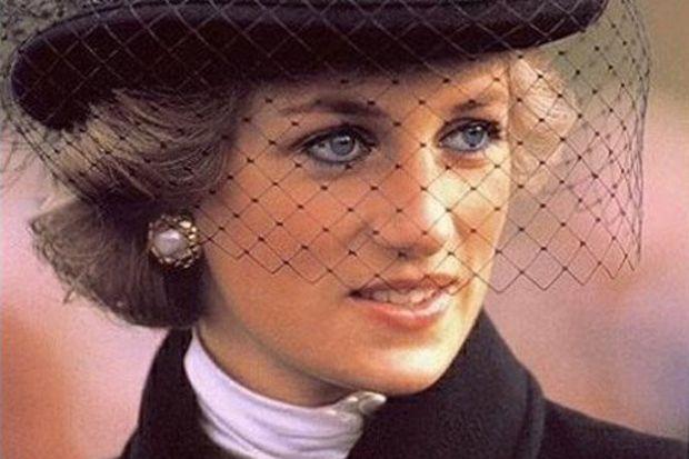 Ünlü oyuncu Prenses Diana rolünde!