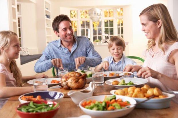 Ebeveynlerin çocuklarının yanında dikkat etmesi gereken 9 davranış