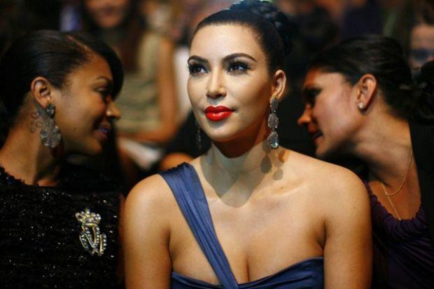 Kim Kardashian 'Kardeşimin bebeğinin taşıyıcı annesi olabilirim'