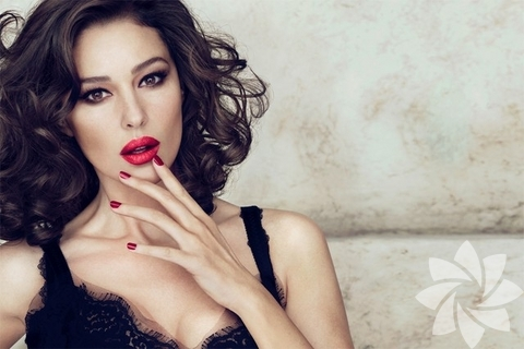 Monica Belluci - Dolce Gabbana