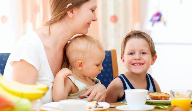 Bebeğinize yemek yedirmenin 12 yolu!