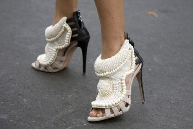 Şarkıcı ve ayakkabı tasarımcısının işbirliği ile tasarlanan bir ayakkabıya 5 bin dolar verir miydiniz?