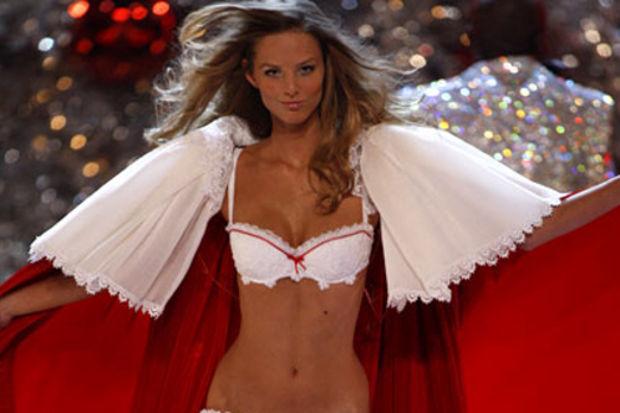 Victoria's Secret güzeli Kıbrıs'ta!