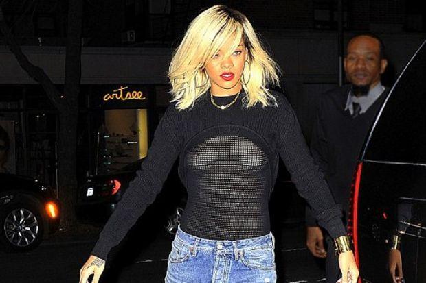 Rihanna bu kez çok dikkat çekti!