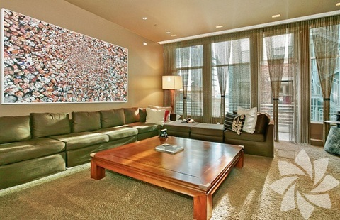 Soho'da bulunan penthouse tipi evi iki sene önce 12 milyon dolara Lenny Kravitz'den alan Swiss Beats ve Alicia Keys çifti, evi 18 milyon dolara satılığa çıkardı.