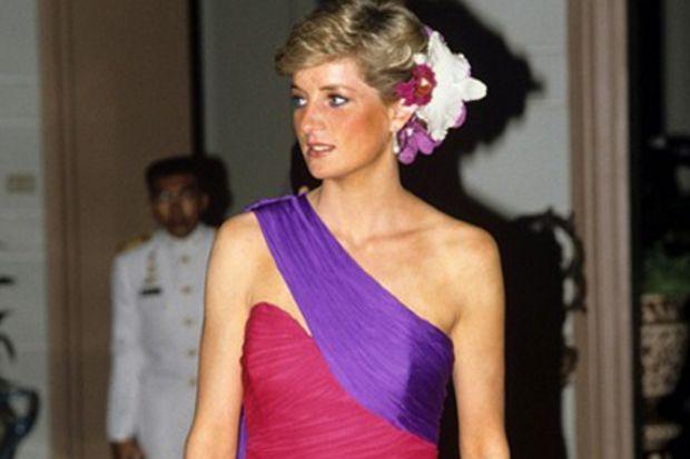 Prenses Diana'nın elbiseleri sergide!