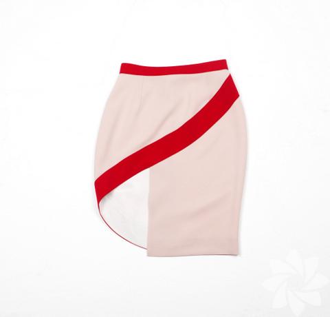 """<p>Milano Istituto Marangoni'de moda tasarımı eğitimi alan Ece Salıcı, birbirinden özel tasarımlarını """"Beklenmedik"""" adını verdiği 2012 İlkbahar Yaz koleksiyonunda topladı.</p>"""