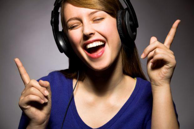 Müzik dinleyenler dikkat! Uzmanların tavsiyelerine kulak verin!