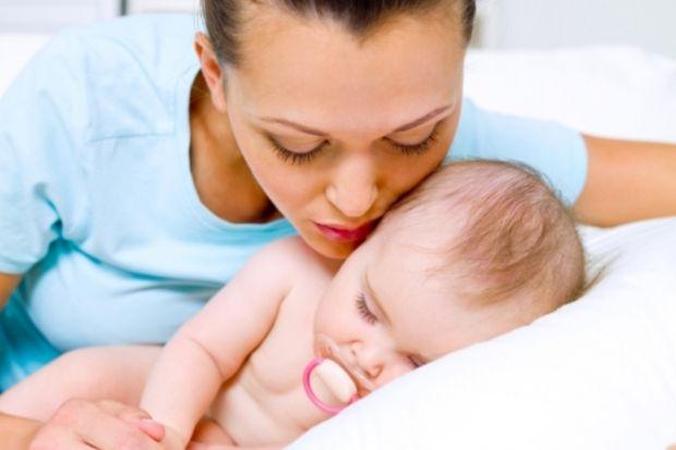 Bu anneler bebeklerini uyutmuyorlar!
