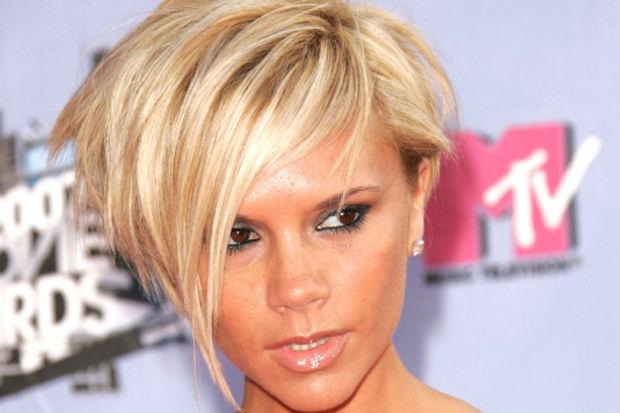 Stil ikonu Victoria Beckham'ın saçlarındaki değişim!