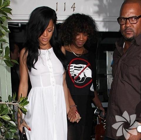 <p>Rihanna & Whitney Houston</p>