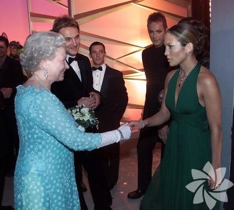 Kraliçe Elizabeth ve Jennifer Lopez