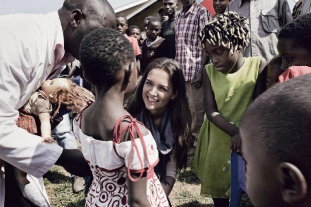 Katie Holmes'den Afrika'ya destek