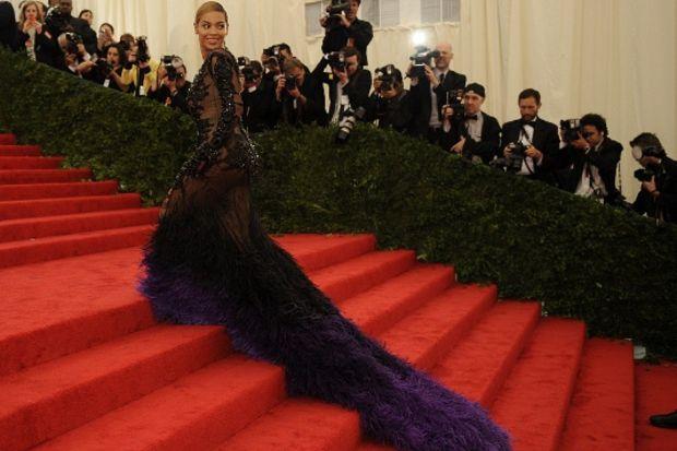 Moda camiasının en önemli gecesi; MET 2012'deki şıklık yarışı