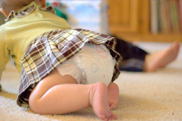 Taze babalara ipuçları: Kız ve erkek bebek için bez değiştirme!