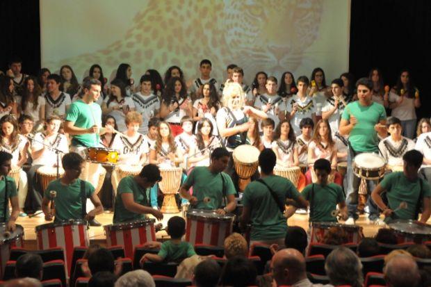 """Özel Alev Okulları'nda """"geleneksel yılsonu gösterisi"""" yılsonu gelmesin dedirtti!"""