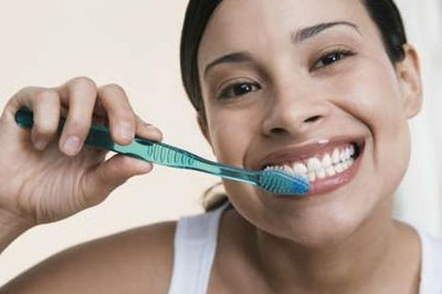 Dilinizi fırçalamayı ihmal etmeyin