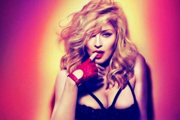 Madonna 90 TIR'la geliyor!