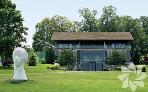<p>Mimar Joel Barkley bu evi cam tasarımlarıyla ünlü mimar Phillip Johnson'dan ilham alarak tasarladı.</p>