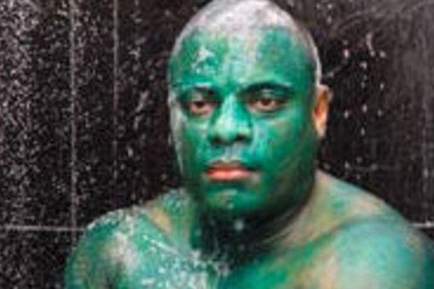 Boya çıkmadığı için Hulk gibi dolaşacak