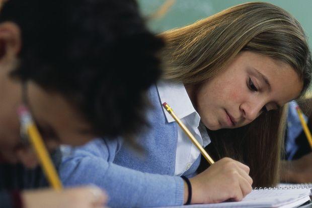 İsteyen kız öğrenciler 5. sınıfta Kuran-ı Kerim dersinde başını örtecek!