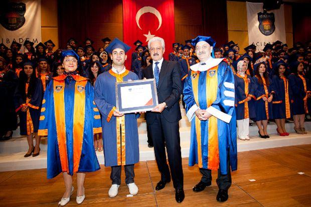127 şanslı gencin mezuniyet sevinci!