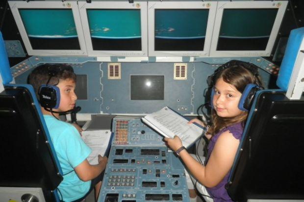 """Alev'li öğrenciler """"uzay kampı""""nda  yerçekimine meydan okudu!"""