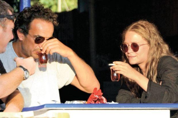 Sarkozy, Bodrum'da çay içip lokma yedi!