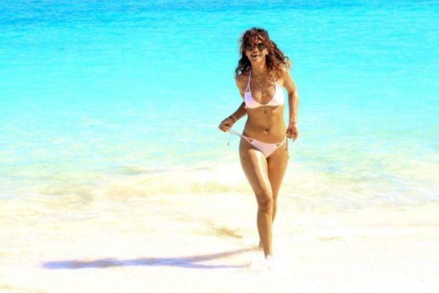 Seksi şarkıcı Rihanna tatilde...