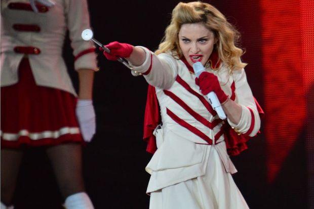 Varşova'da Madonna konserine protesto!