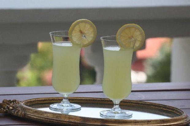 Yaz aylarının serinleten içeceği: Limonata
