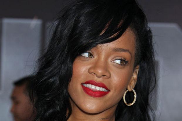 Eski sevgili sorusu Rihanna'yı ağlattı!
