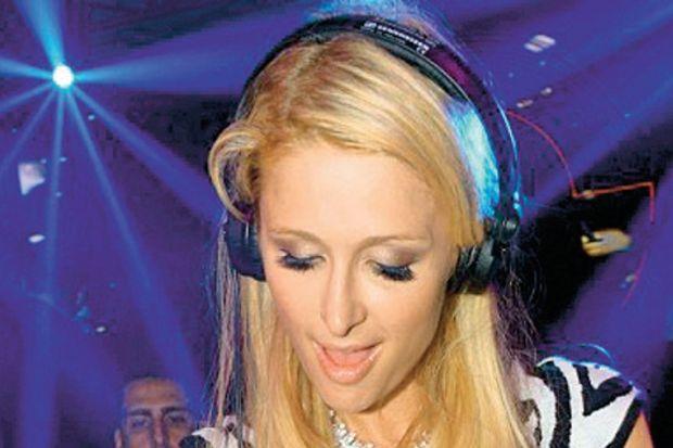 DJ Paris Hilton!