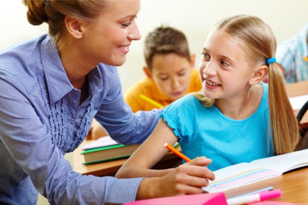 Öğretmen birinci sınıfları şarkıyla yönetecek!