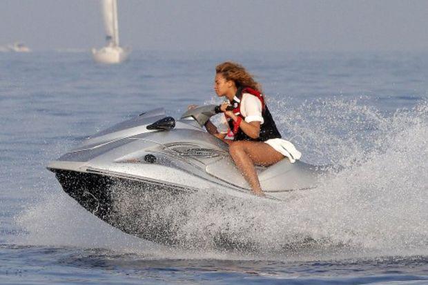 Beyonce'nin jet-ski keyfi!