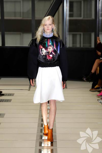 Balenciaga 2012 - 2013 Sonbahar Kış koleksiyonunu moda takipçilerinin beğenisine sundu.
