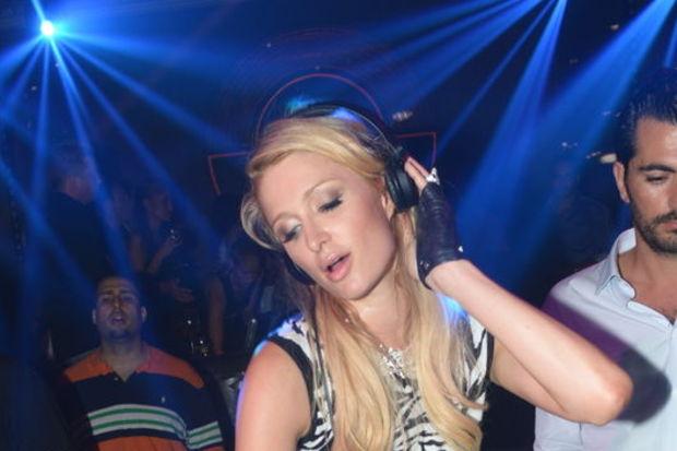 """Paris Hilton tam bir moron!"""
