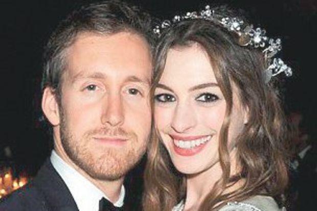 Anne Hathaway evlendi!