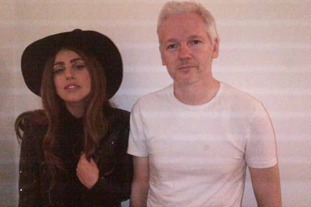 Lady Gaga, Assange'la akşam yemeği yedi!