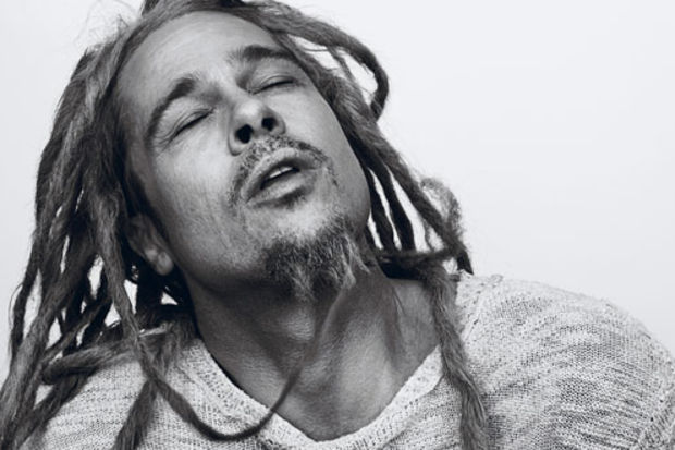 Brad Pitt'i daha önce hiç böyle görmediniz!