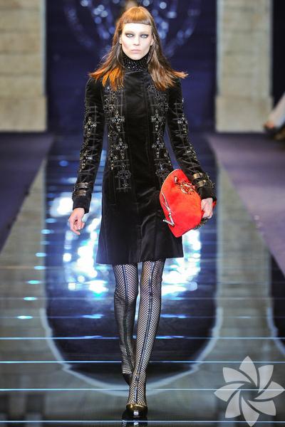 Versace 2012 Sonbahar Kış defilesinden fotoğraflar...