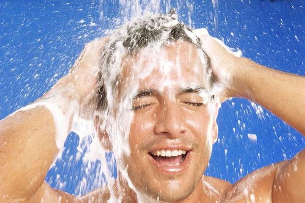 Erkeklerin saç dökülmelerine etkili çözüm...