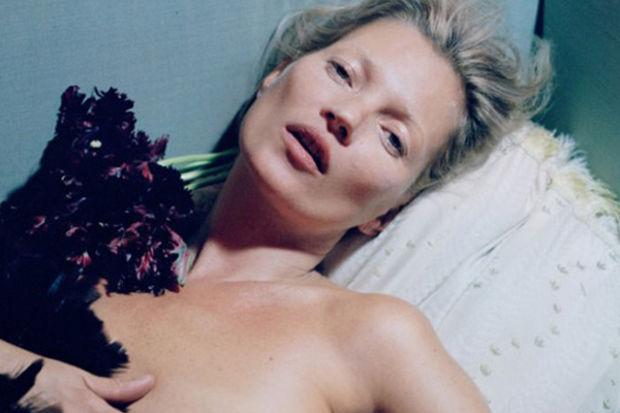 Kate Moss'tan kışkırtıcı pozlar...