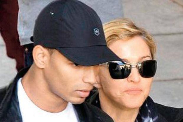 Madonna, Kurban Bayramı'nı kutlayan dansçısını kovdu!