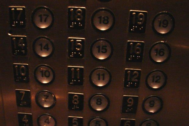 Eyvah! Asansörde kaldım...